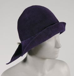 1922, America - Cloche Hat by O'Neill's, Baltimore - Deep purple velour felt, artificial barque pearls