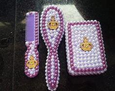 kit pente escova e saboneteira lilas Prince And Princess, Mixer, Hair Bows, Cute Babies, Alice, Beaded Bracelets, Glitter, Accessories, Craft Ideas