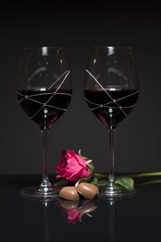 There is nothing more romantic than two people in love....♥ Get ready and enjoy the evening with unforgettable glasses!  www.GlassWithCrystals.com