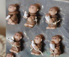 Mini santos em biscuit