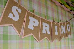 DIY spring burlap and felt bunting DIY Burlap DIY Crafts