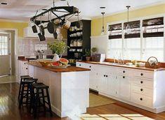 cuisine blanche et bois en style campagne avec bar