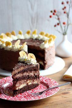 Schokoladen-Torte mit Schokoladenmousse aus Edelbitterschokolade und Sahne mit Banane :)