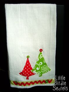 These would be cute for a teacher Little Birdie Secrets: christmas applique tea towels Christmas Towels, Christmas Mom, Christmas Sewing, Christmas Crafts, Christmas Kitchen, Christmas Quilting, Handmade Christmas, Christmas Decorations, Fabric Crafts