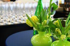 Centres de table, tulipes perroquet par Tapis Rouge gestion d'événements.