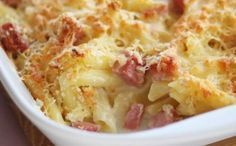 Carbonara pasta bake A hassle-free carbonara recipe using eggs to create a thick, rich sauce. Serve straight from the pan or turn it into a pasta bake by popping it under the grill. Ham Pasta, Pasta Dishes, Pasta Lunch, Dinner Dishes, Baked Pasta Recipes, Baking Recipes, Oven Recipes, Pork Recipes, Gastronomia