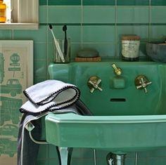 Those vintage green tile bathrooms CAN work!!