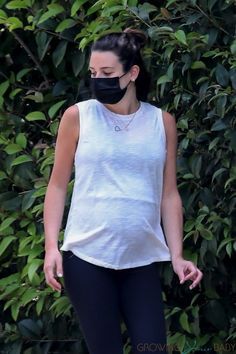 Pregnant Lea Michele Hikes The Hills With Her Family Lea Michele Pregnant, Pregnant Celebrities, Brittany Snow, Naya Rivera, Dianna Agron, Cory Monteith, Sarah Michelle Gellar, Celebrity Moms, Amanda Seyfried