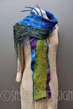 Terwijl ik foto's van sjaals, die ik op mijn blog wil laten zien, aan het selecteren ben, dringt tot me door hoe hard ik de laatste ...