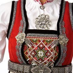 Sølv - Rukkastakk / Foldadås med ope liv - Buskerud - Norsk Flid nettbutikk og bunader Scandinavian, Gucci, Diy Crafts, Shoulder Bag, Bags, Inspiration, Fashion, Bead, Handbags