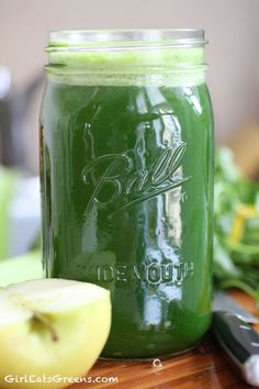 Detox Super Green Juice with Kale, Fennel, Celery and Apple