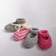 After the baby-booties and baby-ugs there's another pattern to be added to the fastest-easiest-baby-booties-series. This time it's a girly version!