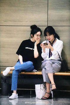 ❝ Seulrene Says. Kpop Girl Groups, Kpop Girls, Korean Girl Groups, Red Velvet Seulgi, Red Velvet Irene, Kpop Fashion, Korean Fashion, Airport Fashion, Velvet Heart