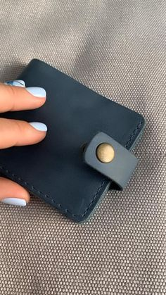 Leather Bag Tutorial, Leather Wallet Pattern, Leather Card Wallet, Sewing Leather, Leather Gifts, Leather Craft, Leather Bifold Wallet, Men's Leather, Small Leather Bag
