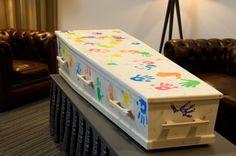 Tastbare herinnering Condolence Gift, Funeral Tributes, Celebrities Before And After, Silk Flower Arrangements, Funeral Flowers, Panel Art, Casket, Silk Flowers, Coffin