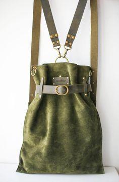 Green Leather Bag, Suede Backpack, Vintage Backpack, Convertible Backpack Green leather backpack bag in suede leather Vintage backpack Green Leather, Suede Leather, Leather Bags, Vintage Leather Backpack, Leather Totes, Leather Clutch, Leather Purses, Bag Sewing, Vintage Backpacks
