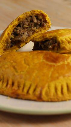 Jamaican Beef Patties These beef patties are Jamaican me crazy Jamaican Cuisine, Jamaican Dishes, Jamaican Recipes, Beef Recipes, Cooking Recipes, Jamaican Meat Pies, Guyanese Recipes, Easy Recipes, Jamaican Beef Patties