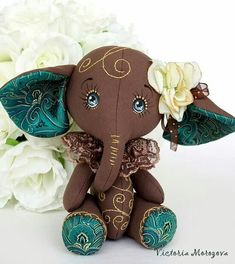 Sewing Stuffed Animals cute but not a pattern but just as cute as homeade Handmade Stuffed Animals, Sewing Stuffed Animals, Stuffed Animal Patterns, Sewing Toys, Sewing Crafts, Sewing Projects, Fabric Toys, Fabric Art, Teddy Toys