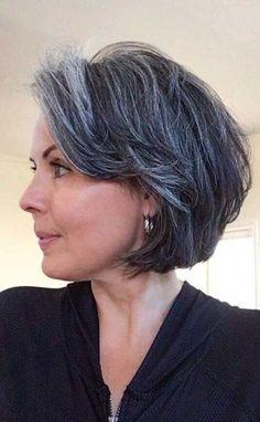 Gray hair: hairstyles that don& make grandma- Graue Haare: Frisuren, die keine Oma machen Gray hair: 55 hairstyles without grandma – Gray hair: 70 hairstyles without grandma … - Bob Hairstyles 2018, Modern Short Hairstyles, Bandana Hairstyles, Shag Hairstyles, Grey Hair Inspiration, Curly Hair Styles, Natural Hair Styles, Grey Hair Natural, Silver Grey Hair