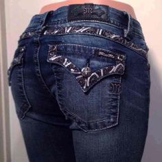 """MISS ME 29 BOOTCUT JEANS NWT NWT MISS ME BOOTCUT JEANS  SIZE 29     INSEAM 34""""  100 % AUTHENTIC GUARANTEED!  ********FAST SHIPPING!!!! *******  rock revival,LA idol, grace in LA, cow girl, day trip,sinful, buckle,BKE,skinny, bootcut, straight leg,easy, rhinestones. Miss Me Jeans Boot Cut"""