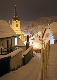 Christmas atmosphere of cities and towns in Czechia : Vysočina Central Europe, Cities, Snow, Mansions, Architecture, House Styles, Christmas, Mansion Houses, Yule