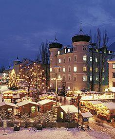 http://www.hoteltraube.at/winter-lienz.de.htm  Dort wo die Berge am höchsten sind, ist auch der Schnee am schönsten - das einzigartige Wintererlebnis Osttirol. Seien Sie dabei beim Winterurlaub im Romantikhotel Traube.
