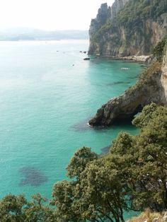 Acantilados del Buciero #Santoña #Cantabria #Spain Costa, Beach Vibes, Spanish Towns, Spanish Architecture, Beach Wear, Spain Travel, Granada, Dream Vacations, Beautiful Landscapes