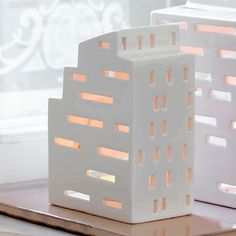 Kahler Urbania Kubis light house is inspired by our vibrant, urban spaces where life can be found glowing through its windows. Each house is hand carved which gives it it's own style and feel. Ambient and decorative, Urbania houses are giftboxed so mak