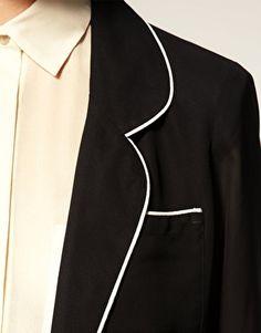 Beautiful piping on a blazer.