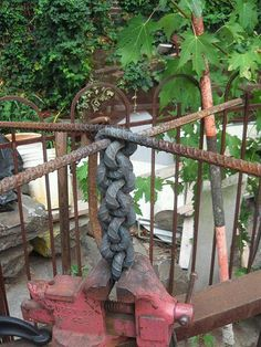 Rebar braiding in a vice