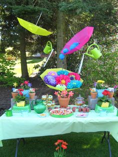 Sweet & Petite Party Designs: April Showers Bring May Flowers Birthday Party Fiesta Baby Shower, Baby Girl Shower Themes, Baby Shower Parties, Umbrella Baby Shower, Showers Of Blessing, 2nd Birthday Parties, Birthday Ideas, Spring Party, May Flowers