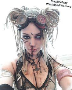 "Amber Laguz on Instagram: ""some more Bubblegum @  @fantasybaselofficial for ya^^ • • •  #fantasybasel #wastelandwarriors #postapoc  #wastelandweekend #madmax…"" Post Apocalyptic Clothing, Post Apocalyptic Costume, Post Apocalyptic Fashion, Steampunk Makeup, Steampunk City, Apocalypse World, Post Apocalypse, Witch Doctor Costume, Wasteland Warrior"