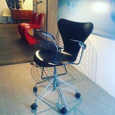 Arne Jacobsen Bertoia Verner Panton Eames