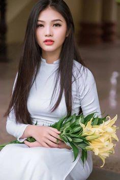 Ao Dai Traditional Tunic White Silk Vietnamese Dress U Shape Neck & Silk Pants Vietnamese Traditional Dress, Vietnamese Dress, Traditional Dresses, Ao Dai, Beautiful Girl Image, Beautiful Asian Women, Beautiful Ladies, Vietnam Girl, Asian Woman