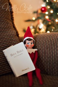 Most recent Totally Free Elf on the Shelf was reading Luke 2 when I found him this morning. Ideas Elf on the Shelf was reading Luke 2 when I found him this morning. I think he wants everyone to kn What Is Christmas, A Christmas Story, All Things Christmas, Christmas Holidays, Christmas Crafts, Merry Christmas, Christmas Morning, Christmas Ideas, Elf Magic