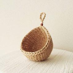 RikoリボンさんはInstagramを利用しています:「ハンギング小物入れ オーダー小物完成しました✨ ありがとうございました☺ #麻ひも#麻ひも小物#エアプランツ#多肉植物#フェイクグリーン#インテリアグリーン#ハンドメイド#かぎ針編み#crochet#minne#ハンギング#麻紐」 Flower Patterns, Crochet Patterns, Crochet Wall Hangings, Hanging Fabric, Crochet Decoration, Knit Mittens, Thread Crochet, Hanging Baskets, Crochet Projects