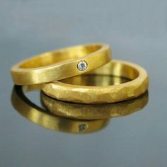 His and hers gold bands