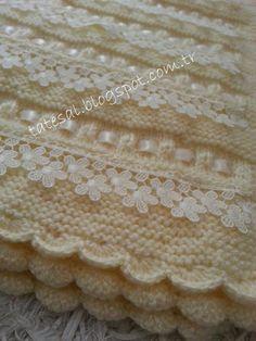 Kurdele süslemeli bebek battaniyesi