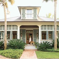 beach home decor Beautiful coastal bungalow in Carolina Low Country style (Southern Living house plan Aiken Street Seaside Style, Beach Cottage Style, Coastal Cottage, Coastal Homes, Cottage Homes, Coastal Living, Coastal Style, Nautical Style, Coastal Decor