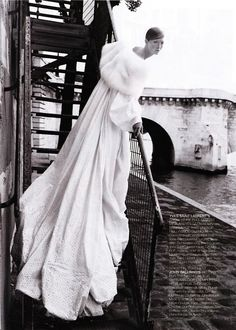 cirquedufromage:      Sweeping Statement - Christian Dior Haute Couture Fall 1998 - John Galliano - Maggie Rizer  Photography byPatrick Demarchelier