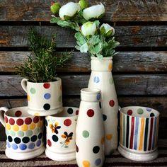 Emma Bridgewater Pottery, Cottage Style, Awesome Stuff, Vignettes, Planter Pots, Kitchen, Ideas, Dish Sets, Cuisine