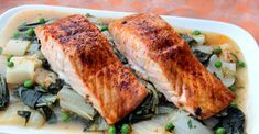 Easy Roasted Salmon and Bok Choy. Try this healthy easy salmon recipe for a quick and nutritious weeknight dinner. Crock Pot Slow Cooker, Crock Pot Cooking, Slow Cooker Recipes, Cooking Recipes, Salmon And Bok Choy, Clean Eating Challenge, Healthy Crockpot Recipes, Crockpot Meals, Salmon Recipes
