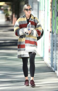 Ashlee Simpson, Edgy Outfits, Winter Outfits, Winter Clothes, Celebrity Updates, Celebrity Style, Red Carpet Fashion, Famous Faces, Style Icons