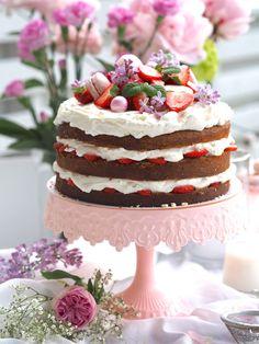 Juhannuskakku - Mansikkakakku Delicious Cake Recipes, Yummy Cakes, Little's Coffee, Cake Fillings, Easy Baking Recipes, Frosting Recipes, Let Them Eat Cake, No Bake Cake, Food Inspiration