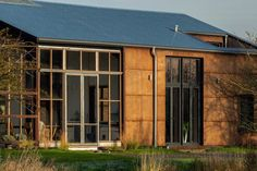 London-based firm Practice Architecture has build Flat House in Cambridgeshire, England, made from pre-fabricated panels infilled with hemp. School Architecture, Sustainable Architecture, Architecture Design, Sustainable City, Green Architecture, Sustainable Design, Contemporary Architecture, Biomass Boiler, Solar Energy Panels