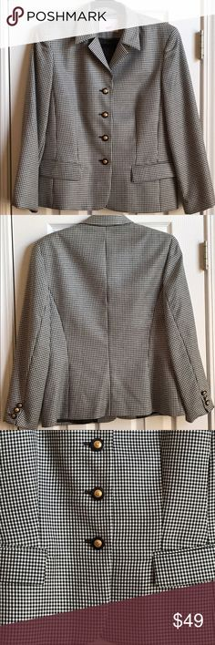 """mondi Vintage 1980s Black & White Blazer Size 8 Mondiwas started by Herwig Zahm and Otto Bruestle when they founded MONDI Ltd. in Munich, Germany in 1967. The Mondi name originated from the Latin word for world, """"Mundi.""""  Mondi continued to grow and prosper in the 1970s and 1980s. It was popular in both Europe and the US, thanks partly due to a loyal and high profile customer, Diana, Princess of Wales. This is a gorgeous black & white blazer jacket from the 1980s. mondi Jackets & Coats…"""