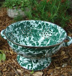 Enamelware  Splatter ware Colander Green by CallahanCollectibles, Who doesn't love splatterware?