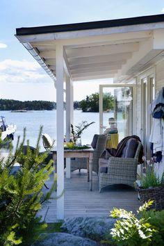 new england beach house interior Beach Cottage Style, Beach Cottage Decor, Lake Cottage, Coastal Cottage, Coastal Living, Cottage Patio, Porches, Lakeside Living, Outdoor Living