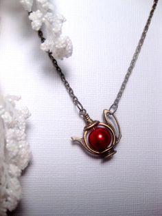 Teapot Necklace  Pearl Necklce  Christmas by FashionCrashJewelry Red Jewelry, Jewelry Box, Jewelery, Jewelry Accessories, Fashion Jewelry, Unique Jewelry, Magenta, Pearl Tea, Bijoux Diy