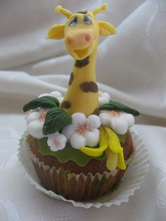 giraffe in flowers cupcakes